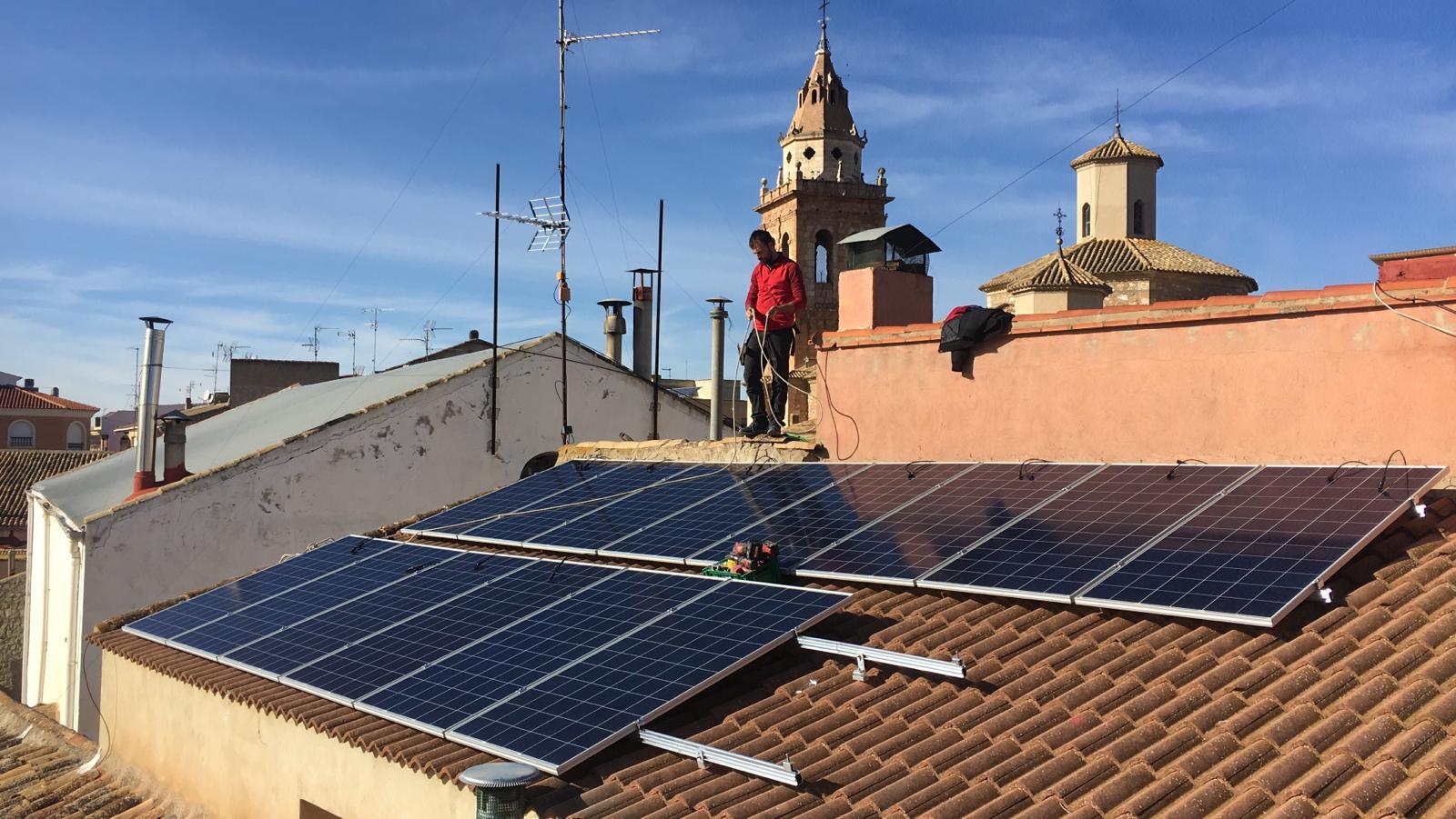 INSTALACIÓN SOLAR DE AUTOCONSUMO SOBRE TEJADO 5kWp (CASAS IBAÑEZ, ALBACETE)